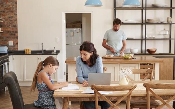 Czy rodzice powinni pomagać dziecku w odrabianiu lekcji?